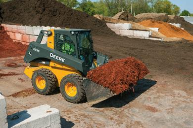 22 June 2017 | New John Deere light material high-capacity buckets make big impact on G-Series productivity