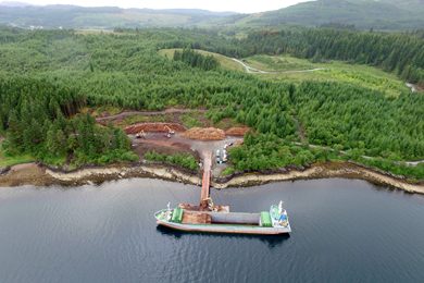 Liebherr machines take part in West Argyll floating pier project | 30 Jan 2018