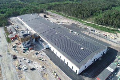 One of the largest solar parks in the Nordic region on the roof of Komatsu Forest
